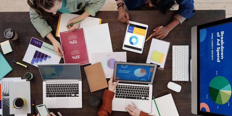 In pandemia le piccole imprese puntano su siti, Facebook e WhatsApp (ma non sui podcast): il report di GoDaddy